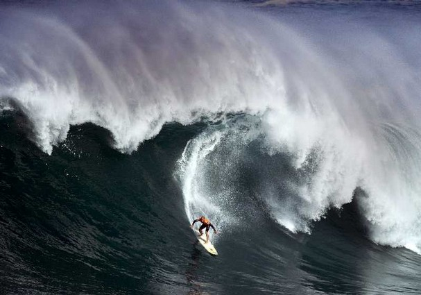 Kelly Slater, Waimea Bay, HI, Dec 8, 09/Michael Goulding, AP, The Orange County Register, The Commercial Appeal