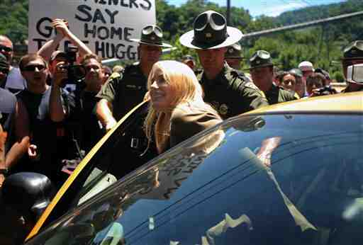 Actress Daryl Hannah arrested for trespass during anti-MTRmarch & rally, Massey's Goals Coal processing plant, Sundial, WVa, June 23, 2009/Chris Dorst, The Charleston Gazette, blogs.wvgazette.com