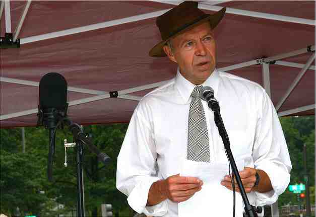 "NASA climate scientist & activist James Hansen addresses crowd at anti-MTR mining rally, Washington DC, Sept 27, 2010/ Break-A-Leg Photography, ""Appalachia Rising,"" flickr.com"