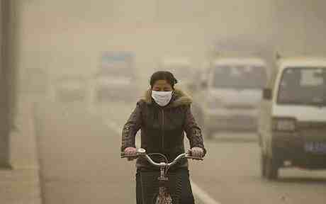 Cyclist rides in polluted air in Lanzhou, Gansu Province, China, Dec 5 06/ AP/EyePress, The Telegraph, telegraph.co.uk