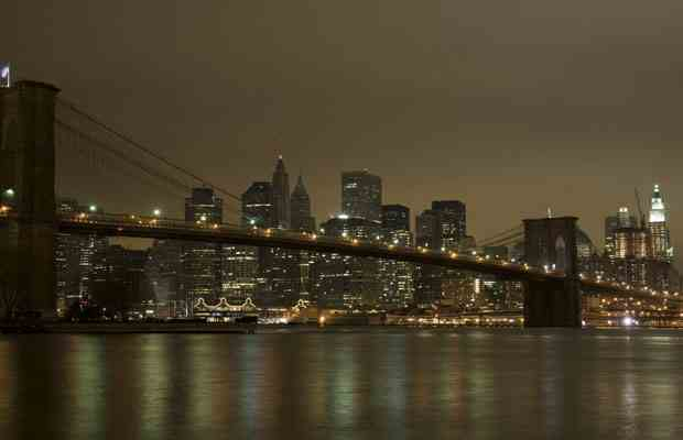 Brooklyn Bridge goes dark during Earth Hour, March 28, 2009/Don Emmert, AFP-Getty Images, The Vancouver Sun, vancouversun.com