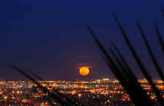 Supermoon, El Paso, TX, March 19, 2011/buzzfeed.com