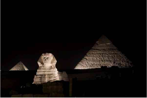 Sphinx and Pyramids, Giza, Egypt, Earth Hour, March 27, 010/Jason Larkin, photoshoptutorials.ws