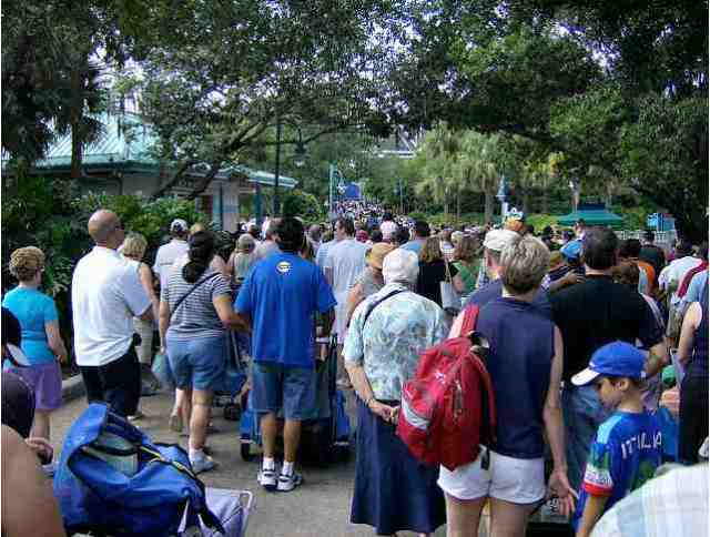 "Lining up for ""Believe"" show, SeaWorld Orlando, Oct 2 2006/Brittany Sweet, flickr.com"