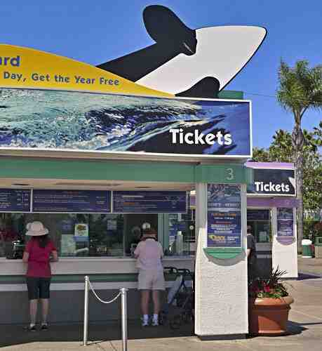 Ticket booth, SeaWorld San Diego, 2010/Betsy Malloy Photography, gocalifornia.about.com