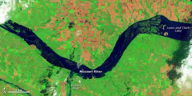 Landsat 5 Satellite image of Missouri River flooding along South Dakota –Nebraska border, June 5, 2011/USGS, NASA Earth Observatory, earthobservatory.nasa.gov
