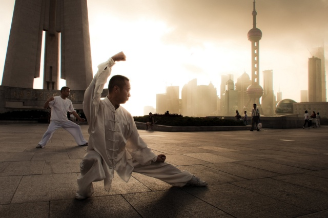 Tai Chi on the Bund, Shanghai, China, early morning, August 20, 2010/ © Sam Gellman