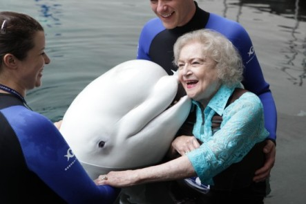 Betty White & Beethoven, Georgia Aquarium, July 21, 2011/Georgia Aquarium, pinterest.com