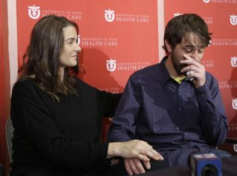 Elisabeth Malloy & Adam Morrey recount her close call with death by avalanche, U of Utah, Jan 16, 2013/Rick Bowmer, AP, Yahoo News