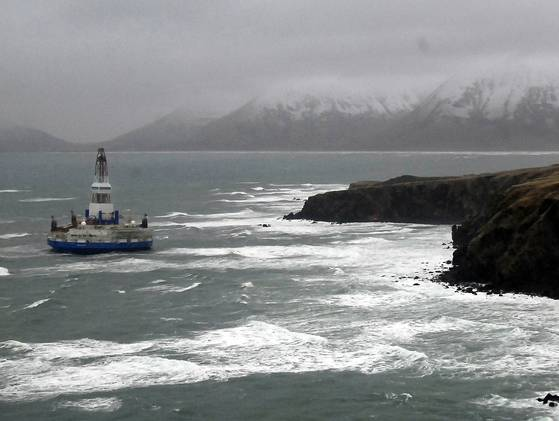 Shell drilling rig Kulluk aground off Sitkalidak Island, Alaska, January 2013/U.S. Coast Guard, USA Today
