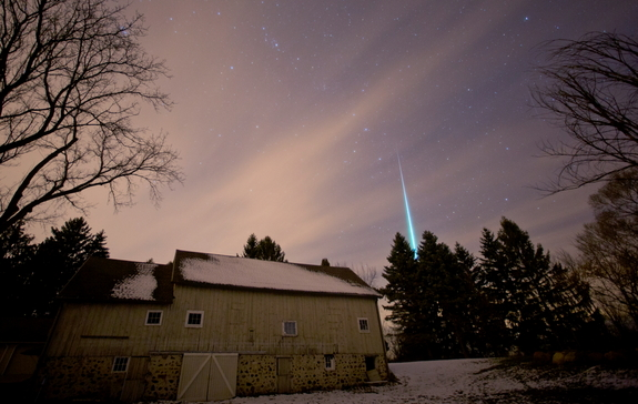Geminid meteor over Saukville, Wisconsin, Dec. 14, 2012/Jeffrey Phelps, space.com