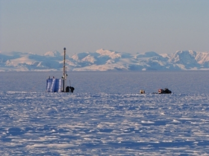 Researchers, drill rig and snowmobile on Greenland ice sheet/Evan Burgess, U. of Utah, Nature World News