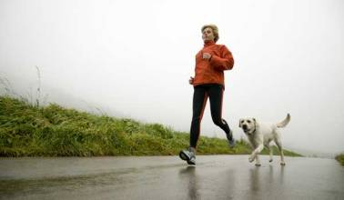 Unidentified jogger and dog/Pro 777, Dreamstime, MyHealthNewsDaily