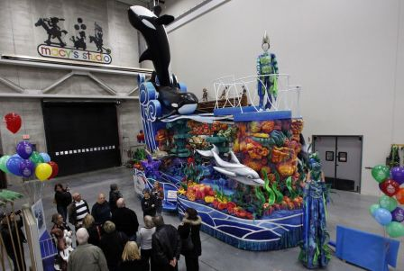 "SeaWorld's ""Sea of Surprises"" Macy's Thanksgiving Day Parade Float, Moonache, NJ, Nov 19, 2013/Mel Evans, AP, The Wenatchee World"