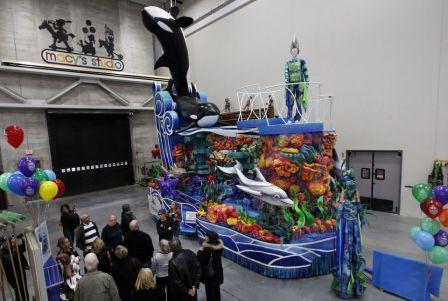 "SeaWorld's ""Sea of Surprises"" Macy's Thanksgiving Day Parade Float, Moonache, NJ, Nov 19, 2013/Mel Evans, AP, The Wenatchee World"