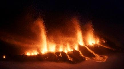 Molton lava repture near Eyjafjallajokull Gracier, Iceland, March 21, 2010/Ragnar Axellson, AP, CBC News