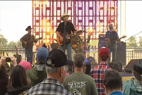 Alan Jackson, SeaWorld Orlando, Feb 2 2014/Bay News 9