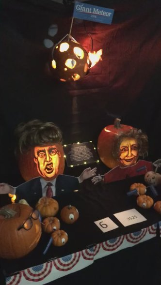 Entry in NASA Pumpkin Carving Contest / NASA Jet Propulsion Laboratory, The Guardian / Click for more.