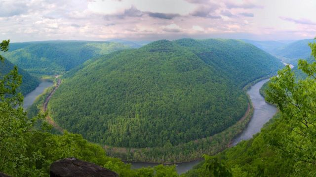 Horseshoe Bend, New River Gorge National River, W. VA. /  National Park Service, EcoWatch / Click for more.